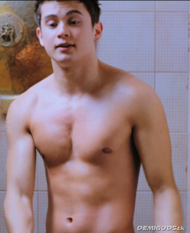 James Reid Shirtless (1)