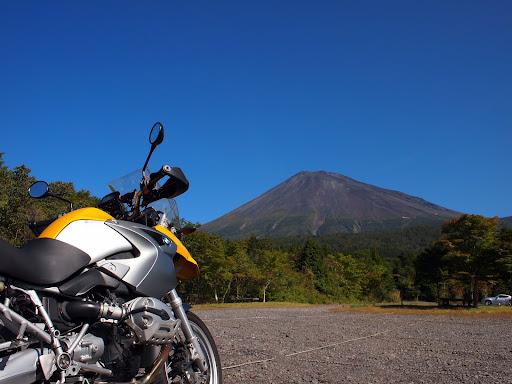 [写真]西臼塚駐車場から富士山を眺める