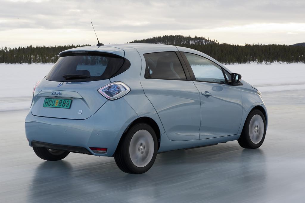 [Resim: 2013-Renault-ZOE-A-New-World-Record-5.jpg?imgmax=1800]