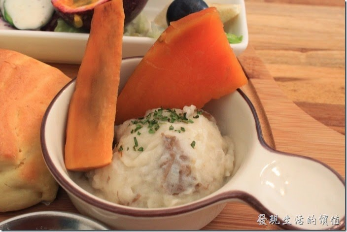 台南-晚起餐館(getlate)。這是蜜地瓜以及薯泥,薯泥稍微帶點甜度還蠻好吃的,地瓜超甜。