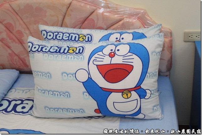 親山農園民宿,可愛的哆啦A夢枕頭套。
