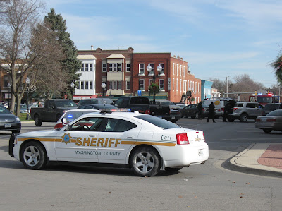 A Washington County Sheriff's vehicle blocked the south side of the square