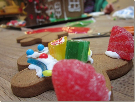 12-24 Gingerbread house 8
