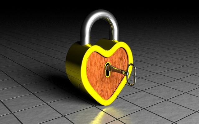 [3d%2520rendered%2520gold%2520silver%2520wood%2520heart%2520lock%255B4%255D.jpg]