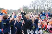 Schoolkorfbaltoernooi ochtend 17-4-2013 395.JPG