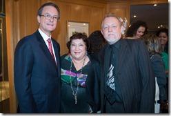 El señor Manuel A. Grullón, junto a los directivos de la Cámara de Comercio Domínico Francesa, señora Doïna de Campos y señor Henri Hebrard.