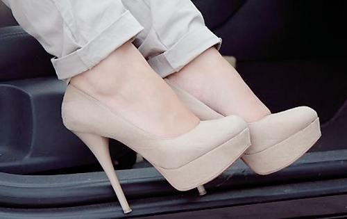 احذية فخمة للصبايا 2014 - صنادل راقية للصبايا 2014 - شوزات انيقة 2014 img4779ba885b6c894d91b50cec3d84a26d.jpg