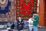 Urumqi - La femme aux tapis