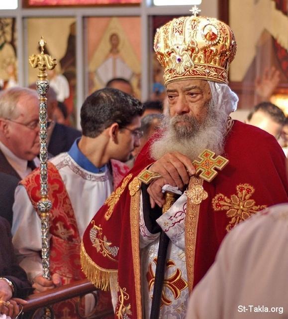 www-St-Takla-org--CopticPope-Shenuoda-3rd-In-Church-003.jpg