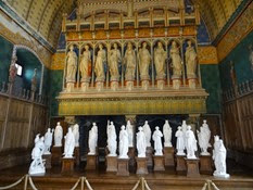 2014.09.09-029 plâtres de Viollet-le-Duc et les statues des preuses dans la salle des Preuses