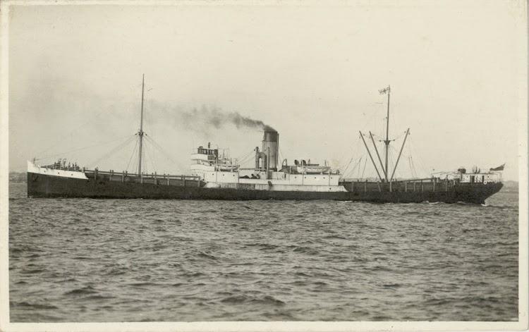 CANADIAN RAIDER, seguramente en las costas australianas. Fecha indeterminada. Foto State Library of New South Whales. De la web Trove.jpg
