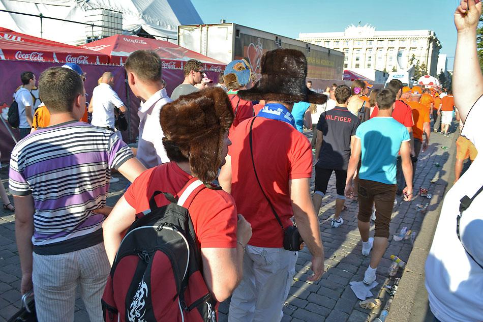Евро 2012 по футболу. Харьков. 13 июня. Перед матчем Голландия - Германия - 77