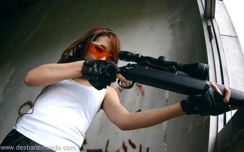 gatas armadas mulheres lindas com armas sexys sensuais desbaratinando (33)