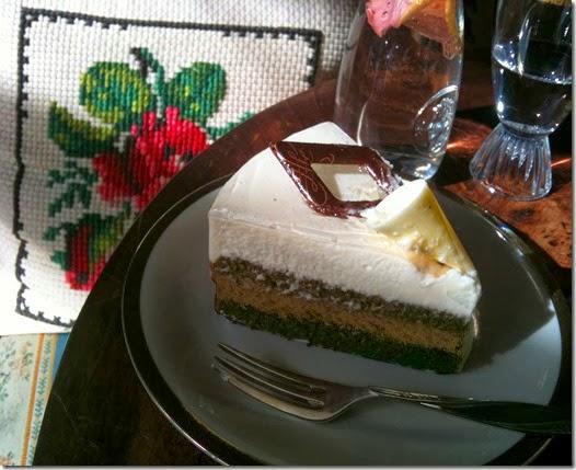 Cafe Kredenz Torte Rettet die Romantik