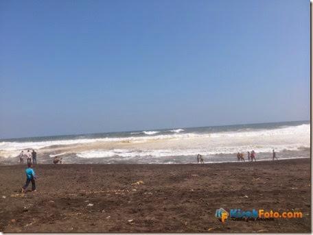 Ombak Pantai Baru Bantu Kisah Foto_01