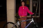La guanyadora de la bicicleta de la rifa