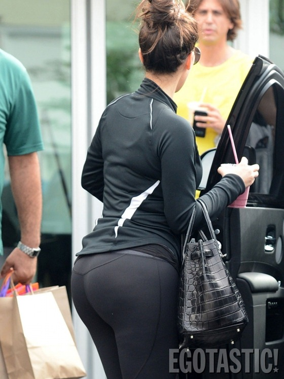 [kim-kardashian-wears-leggings-at-body-and-soul-gym-in-miami-11-675x900%255B2%255D.jpg]