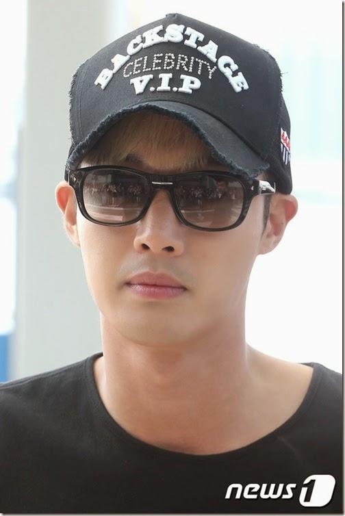 ${IC01} 그룹 SS501 김현중이 KBS2 드라마 '감격시대' 중국 프로모션차 29일 오전 인천국제공항을 통해 홍콩으로 출국하고 있다.