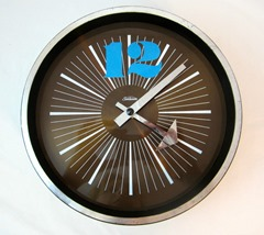 Plastic Sunbeam brand battery operated wall clock. Catalog number BW122