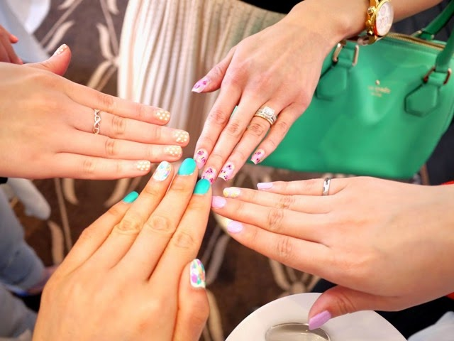 nails_in_bloggers
