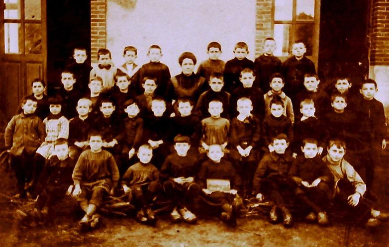 1900 classe garçons institutrice femme