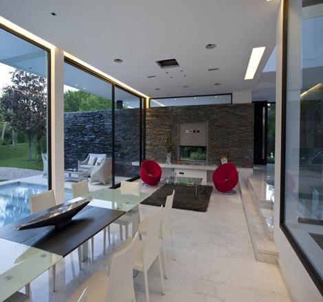 Arquitectura minimalista andres remy arquitexs for Casa minimalista interior blanco