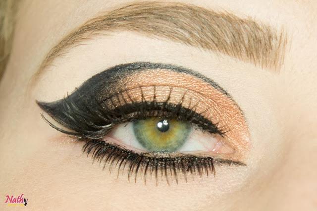 maquiagem com cílios postiços