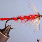 Fot.5. Z możliwie miękkiego pióra wykonujemy jeżynkę. Należy tak ją ułożyć, aby mniej więcej 1/3 promieni znalazła się na górze trzonka. Da to dobre podparcie dla skrzydełek.