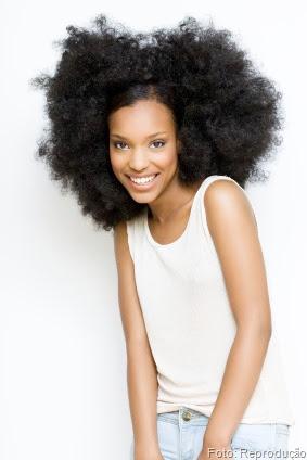 A massagem e os produtos certos para Cabelo Afro