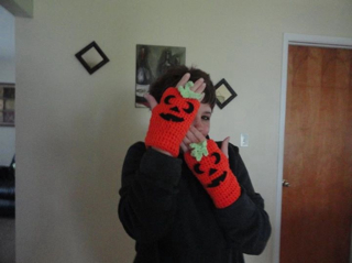 Punky pumpkin gloves