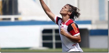 douglas-baggio-atacante-da-equipe-sub-17-do-flamengo-comemora-gol-na-final-da-copa-rio-sub-17-1332418317748_615x300