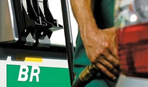 Reservas da Petrobras cresceram 0,76% em 2013 e empresa aumenta valor do combustível