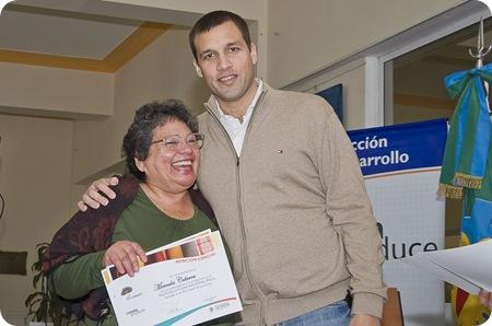 """Juan Pablo de Jesús entregó diplomas de los cursos """"Jóvenes Pymes 2011"""" y """"Taller de costura industrial 2011 -"""