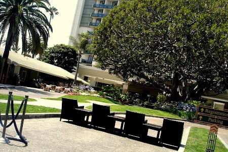 2. Sau macar sa stai cateva la Fairmont Miramar Hotel & Bungalows.JPG