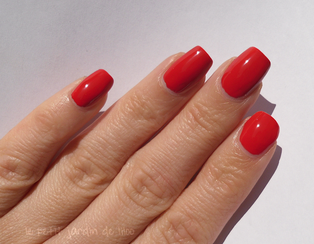 004-max-factor-red-carpet-nail-polish-review-swatch