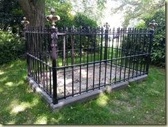 Naundorff grave 2 (Small)