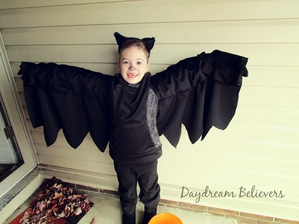 Halloween Recap on daydreambelieversdesigns.com - Handmade DIY Bat Costume #halloween