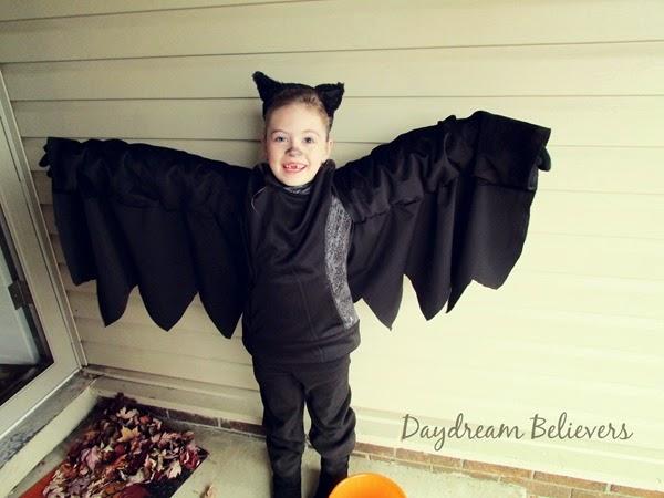 Daydream believers october 2014 halloween recap on daydreambelieversdesigns handmade diy bat costume halloween solutioingenieria Image collections