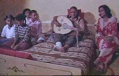 أحمد قاسم وزوجته فتحية الصغيرة ـ على فراش المرض_thumb[2]