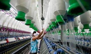 Making-yarn-at-a-textile--008