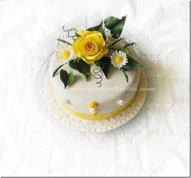 Torta margherite e rosa gialla