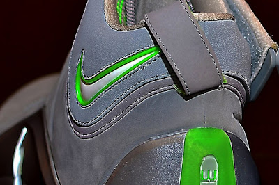 nike zoom lebron 4 pe real dunkman 1 07 The Real Dunkman Version of the Nike Zoom LeBron IV