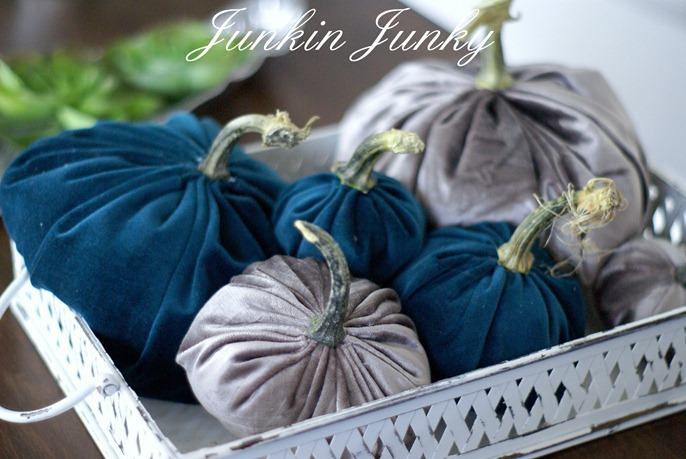 velvet pumpkins at www.junkinjunky.blogspot.com
