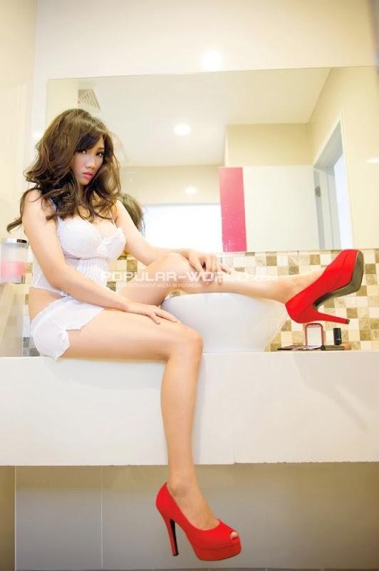 Virly Virginia Ngangkangin Memek di Toilet #4