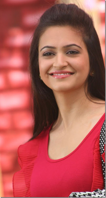 kriti_kharbanda_stylish_still