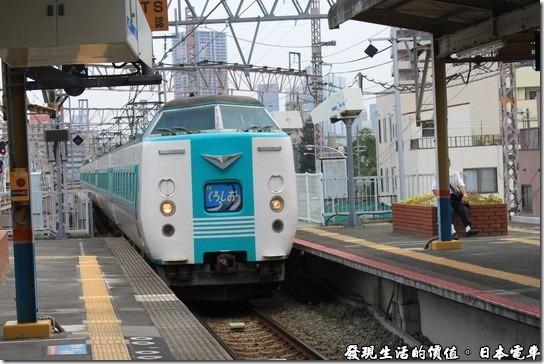 日本電車,終於等到我們要搭乘的電車了。