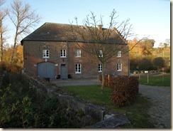 Broekom, Watermolenstraat: de watermolen. Links het kanaal dat het water naar het molenrad bracht