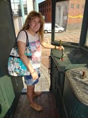 2014.09.10-043 Stéphanie dans le tramway