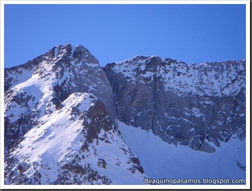 Intento al Corredor Nefropatia 200m D  90º (Pico Piedrafita 2965m, Pirineos) (Isra) 7543