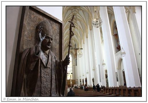 Pope Benedict XVI statue Munchen Frauenkirche